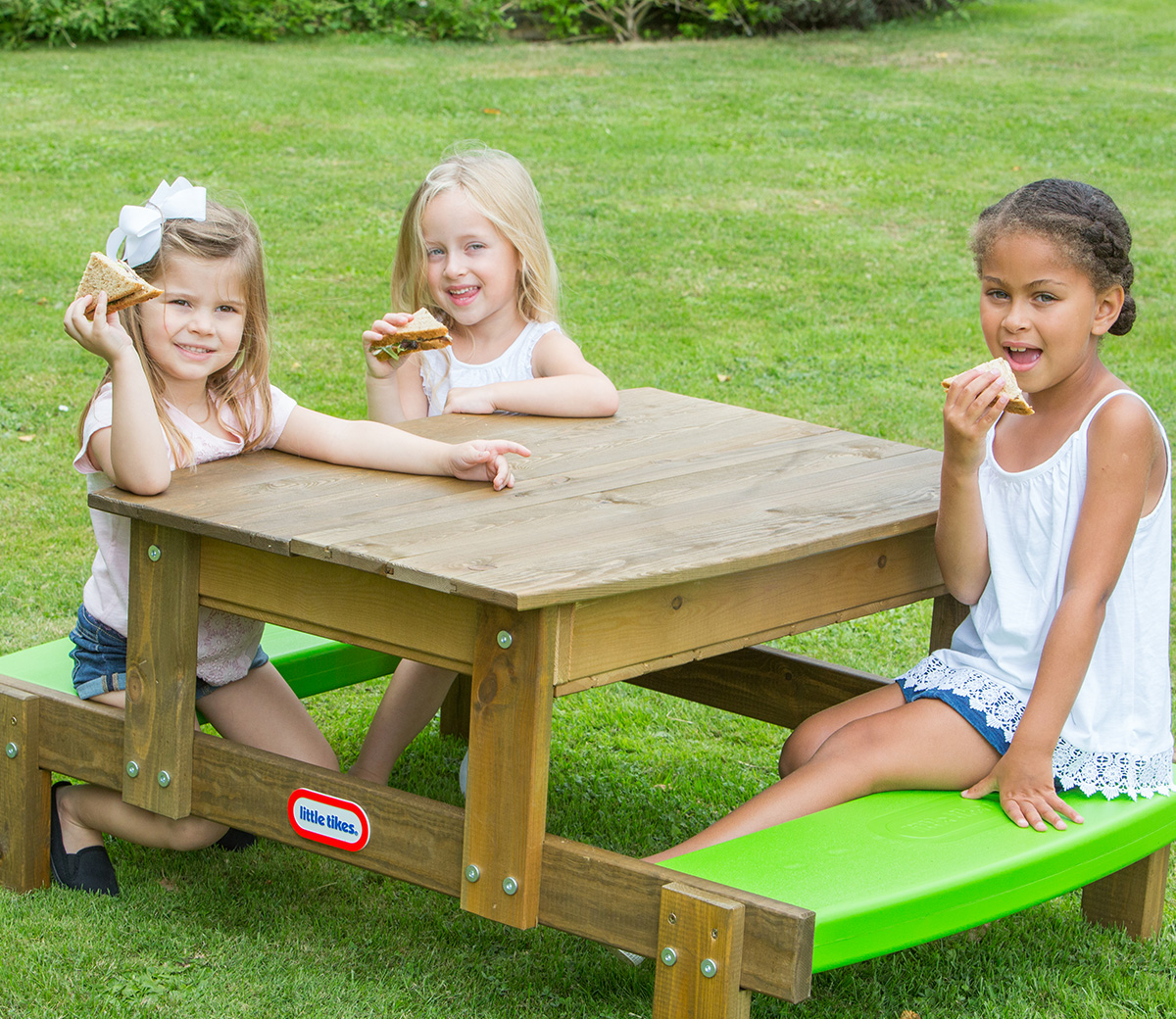 Shop 2 In 1 Wooden Sand And Picnic Table Previous Next